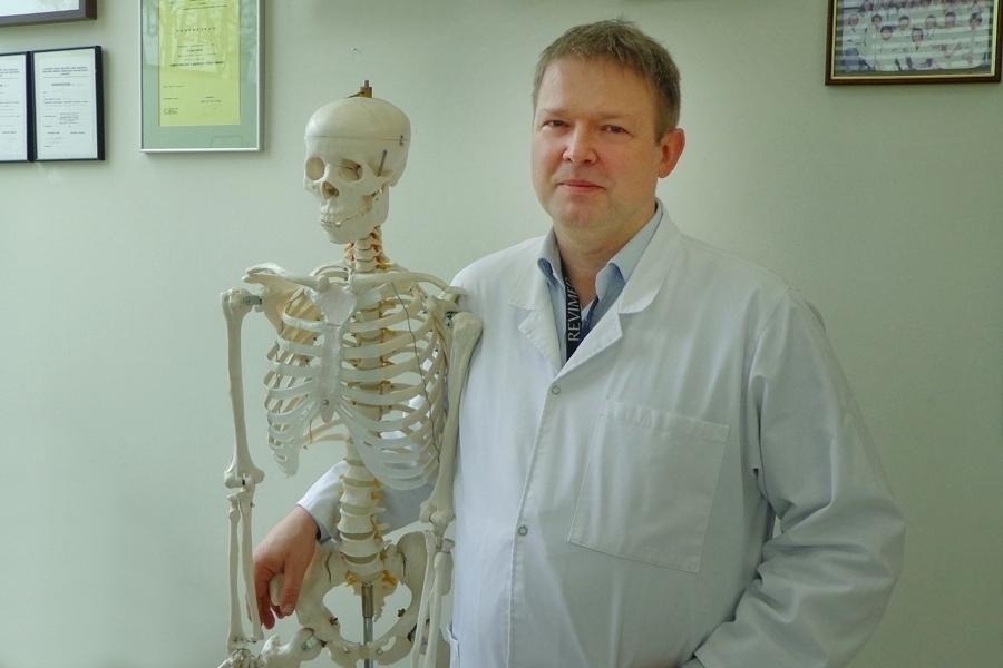 Co robić, gdy boli kręgosłup? Podpowiada lek. med. Jacek Rafało.